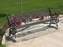 Za kratek počitek postavite na vrt vrtne klopi