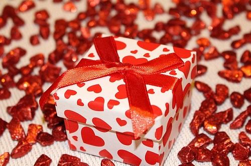 Pri darilih je danes težko biti izviren